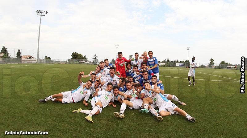 La gioia dei ragazzi della Berretti dopo la vittoria sull'Andria