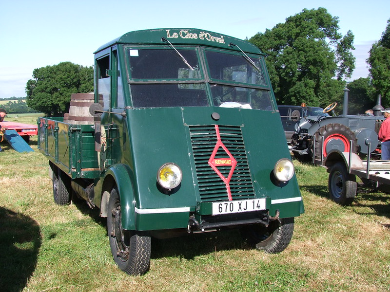 Rassemblement de camions anciens en Normandie 34690198514_4c739f493f_c