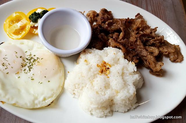 halfwhiteboy - ted's bed and breakfast, sta cruz, laguna 12