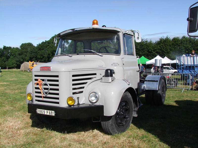 Rassemblement de camions anciens en Normandie 34721919793_644240af92_c
