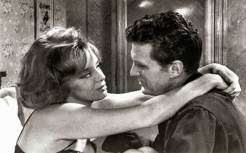 Margaret Lee and Robert Stack in Le soleil des voyous (1967)