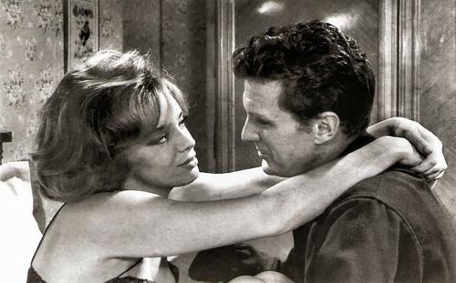 Margaret Lee and Robert Stack in Le soleil des voyous (1967)