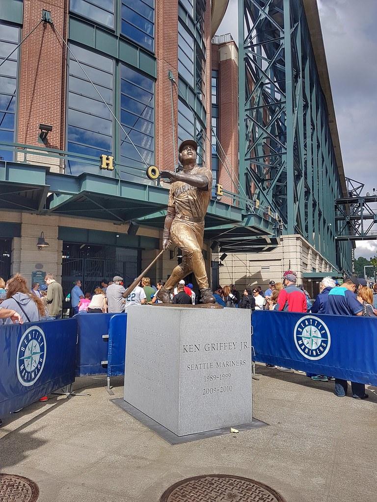 Mariners Ken Griffey Jr statue