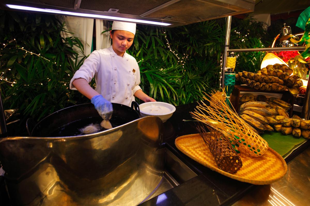 Shangri-la Lemon Garden Buffet Pisang Goreng Stall
