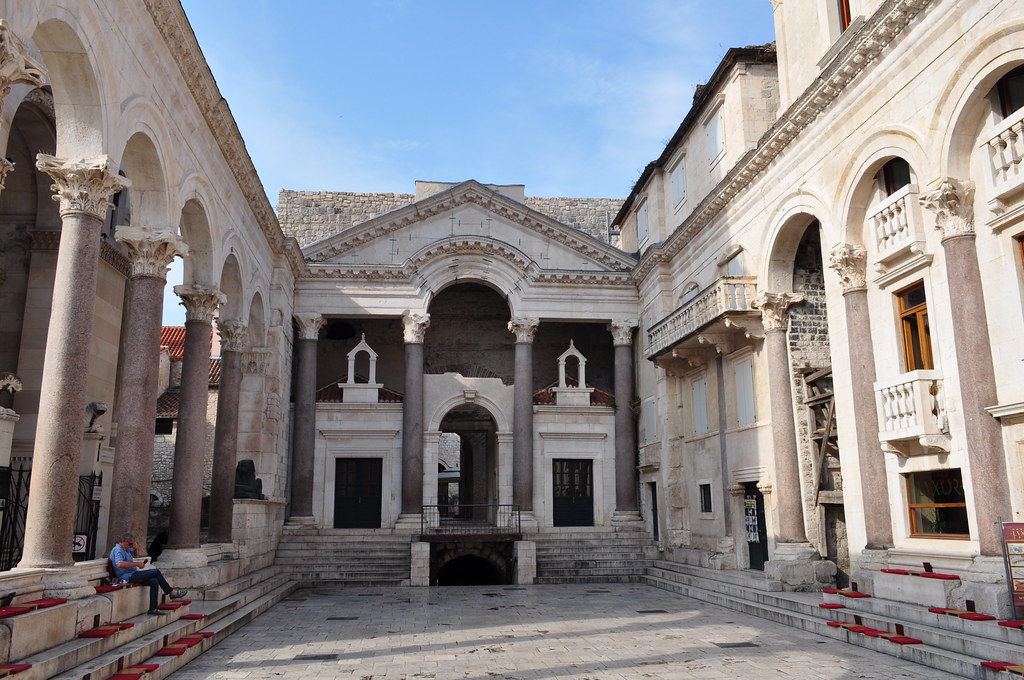Péristyle du palais de Dioclétien, (IIIe siècle), Split, c ...