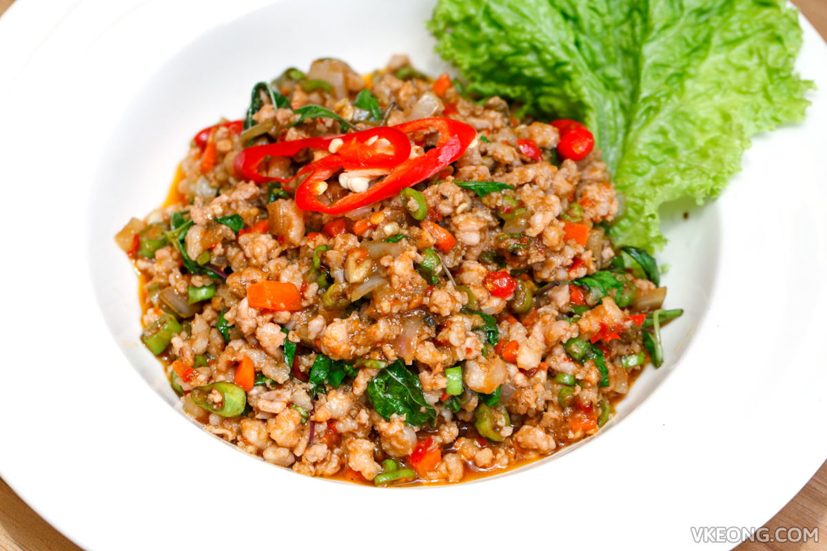 Baan Rao Stir Fried Basil Chicken