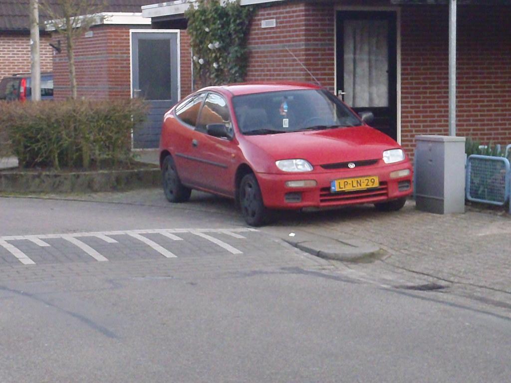 ... 1995 Mazda 323 1.8i glx (lp-ln-29) | by randomuser8