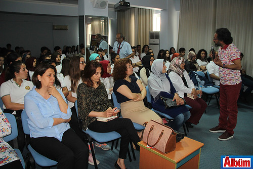 Ünlü yazar Sinan Yağmur, İşler Akademi'nin daveti üzerine Alanya'da öğrenciler ile buluştu.