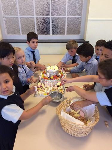 De kleuters op bezoek in het 1ste leerjaar