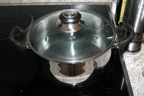 14 - Topf mit Wasser aufsetzen / Bring water in pot to a boil