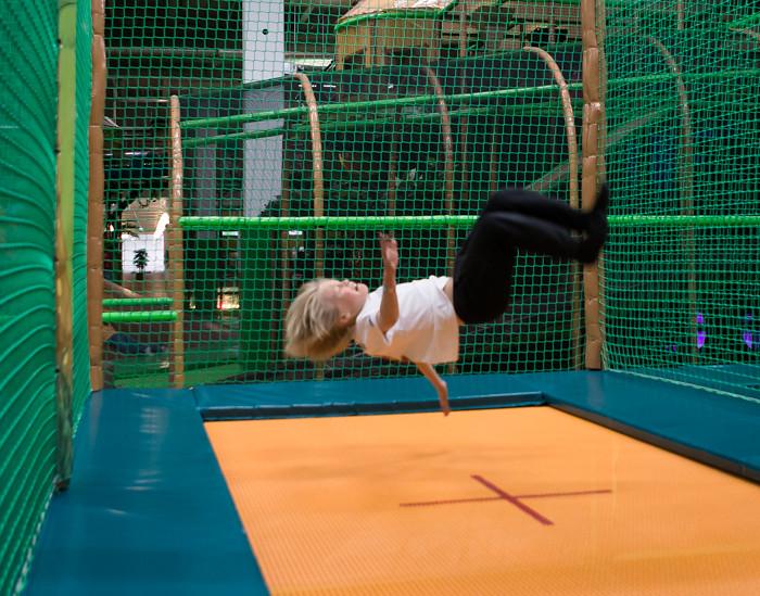 HopLop Suomenoja Espoo trampoliinit trampoliinipuisto voltti trampoliinilla