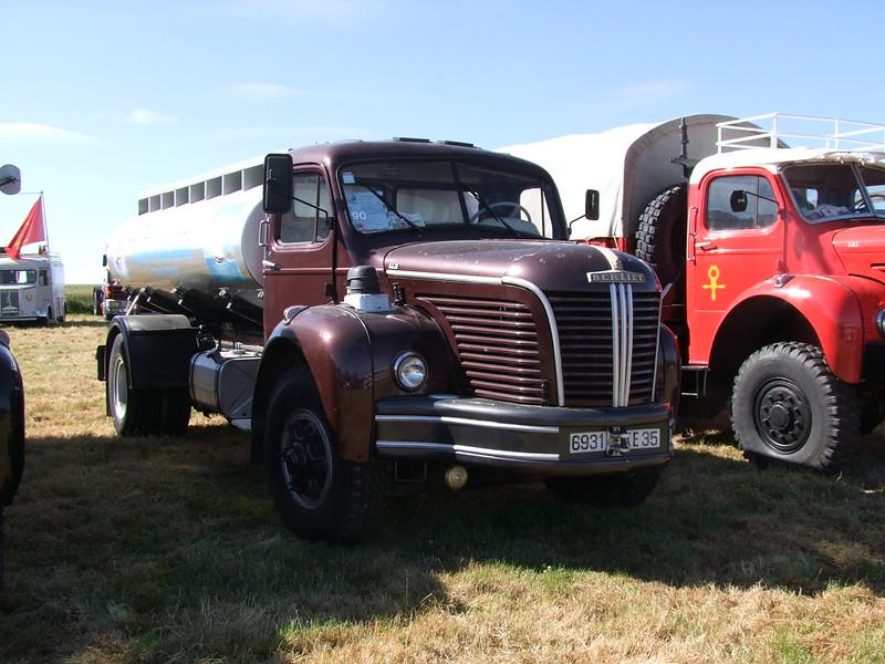 Rassemblement de camions anciens en Normandie 34737300313_83aa88c6de_c