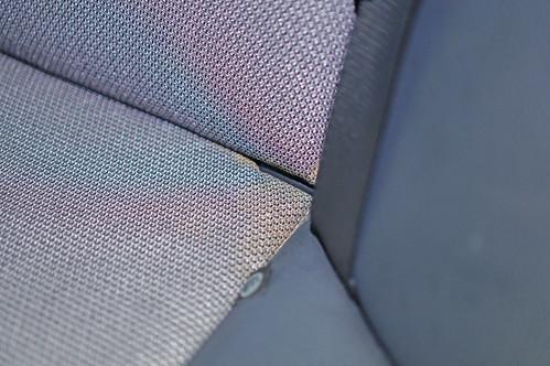 DSC01017 座椅角落骯髒處清潔前
