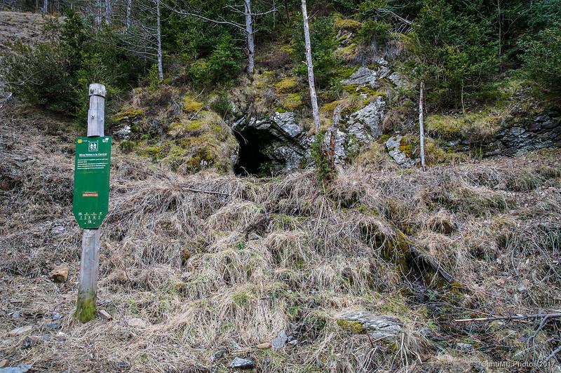 Acceso a la mina Yellas