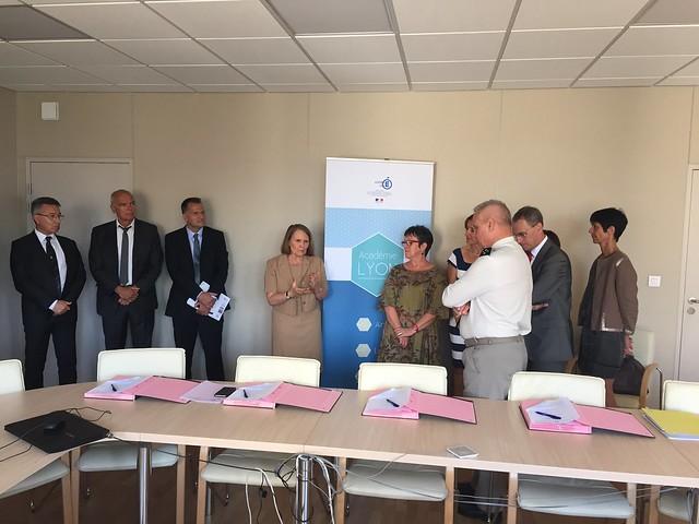 Signature de la convention cadre de coopération entre l'académie de Lyon, l'autorité militaire, la DRAAF et l'IHEDN