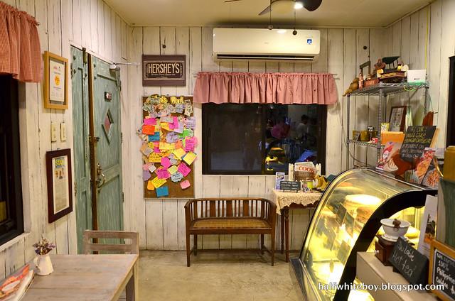 halfwhiteboy - ted's kitchen, sta cruz, laguna 03