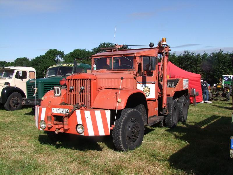 Rassemblement de camions anciens en Normandie 35492224706_a1a1c106f2_c