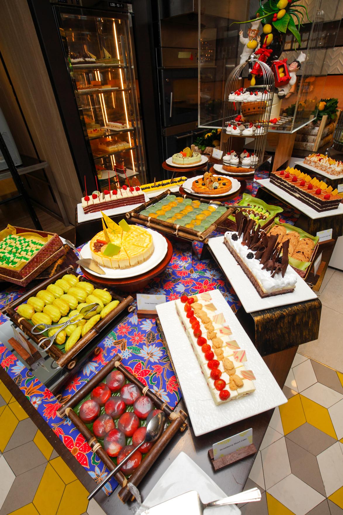 Shangri-la Lemon Garden Buffet Cakes