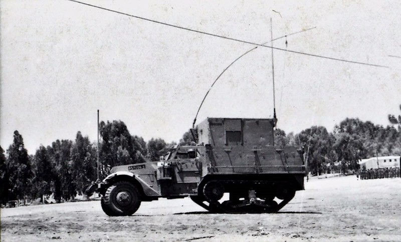 M3-halftrack-signal-1967-q-idf-1