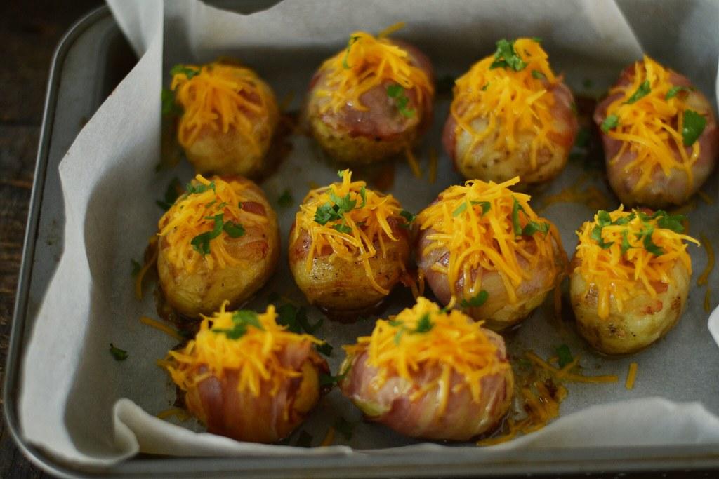 cartofi-noi-cu-bacon-la-cuptor-in-tava