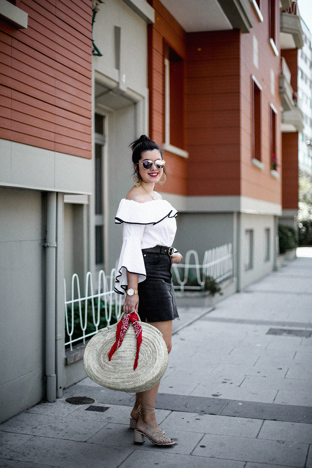 ruffle-top-off-shoulder-sunper-sunglasses-basket-bag-look12