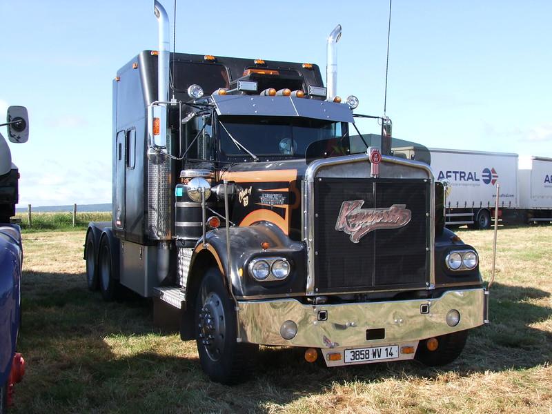 Rassemblement de camions anciens en Normandie 34732964173_4339904783_c