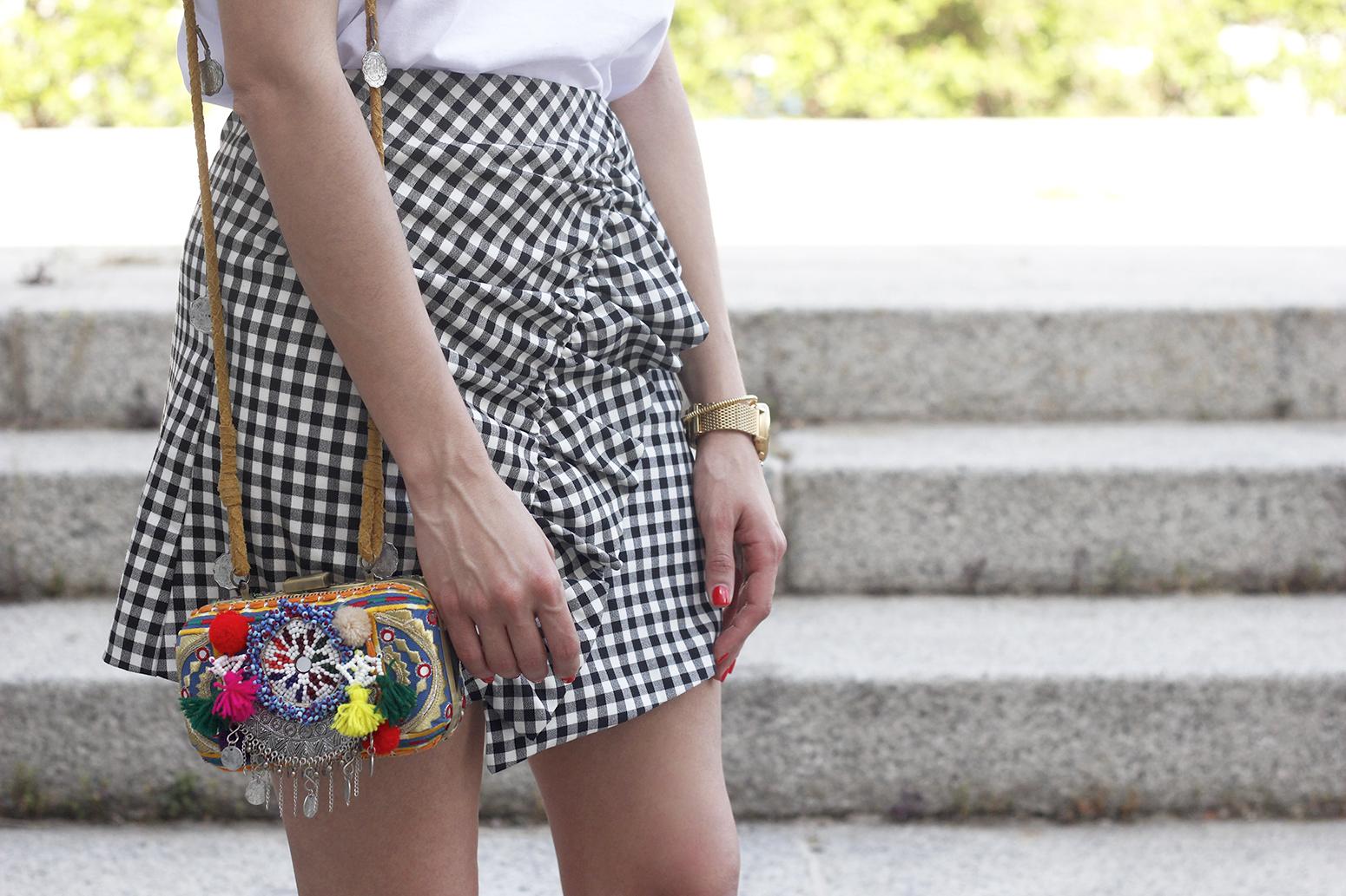 vichy skirt white t-shirt carolina herrera pink heels outfit style fashion summer16