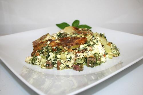 55 - Potato casserole with spinach & feta - Side view / Kartoffelauflauf mit Spinat & Schafskäse - Seitenansicht