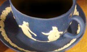 紺色ジャスパーにコーヒーを注いだらこんな感じ