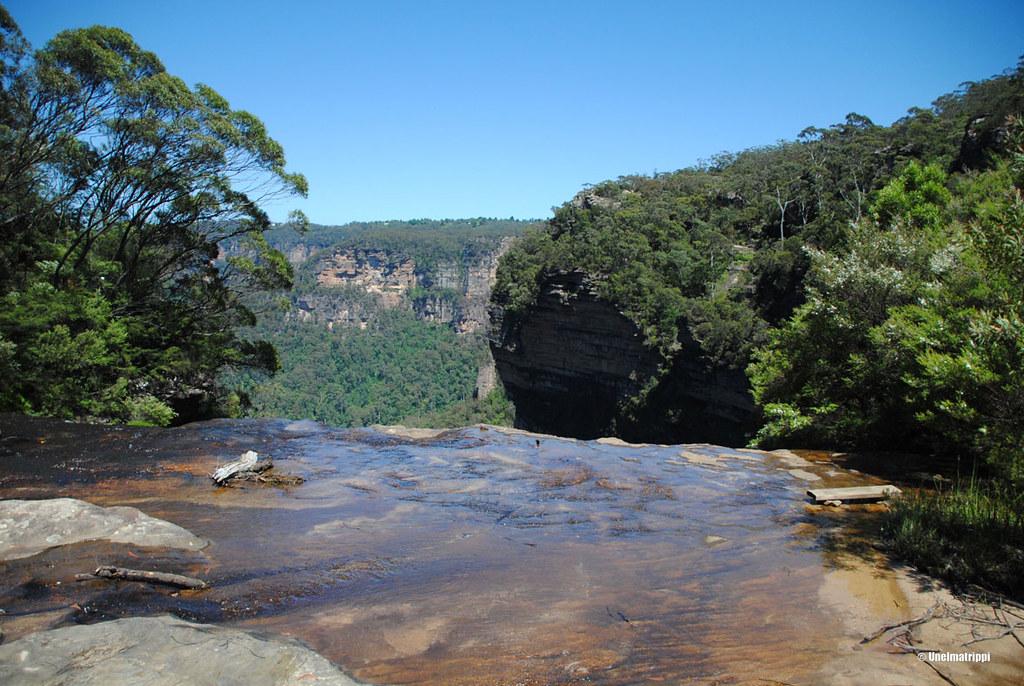 Vesiputouksen yllä Blue Mountainsilla Australiassa