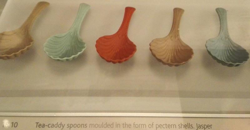 ジャスパーウェアのカラフルな貝殻型スプーン