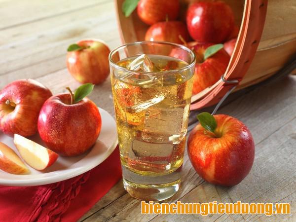 Nước ép táo giúp làm chậm hấp thu đường