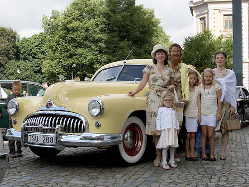 Söndagsutlykt 1947 i Buick Super.
