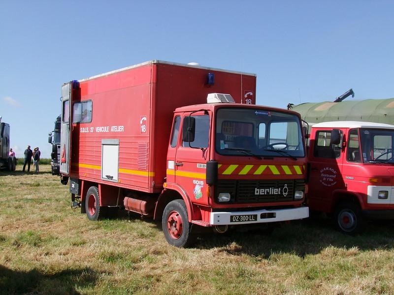 Rassemblement de camions anciens en Normandie 34738411523_272694124c_c