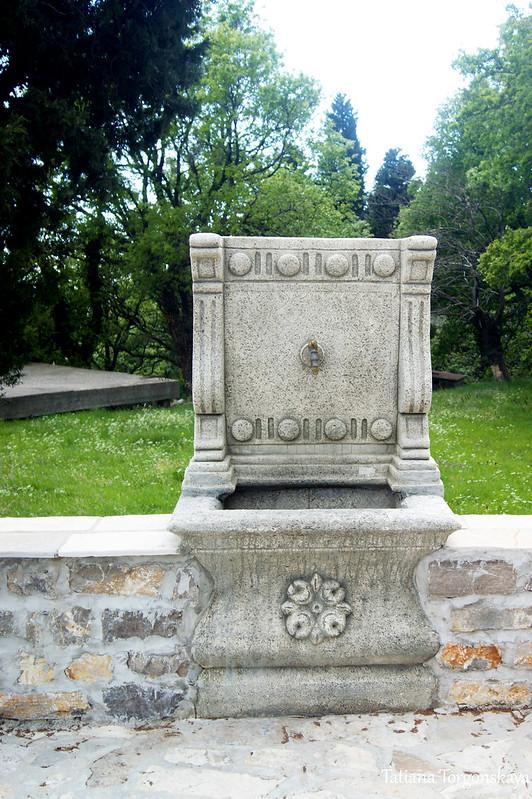 Питьевой фонтанчик на территории монастыря