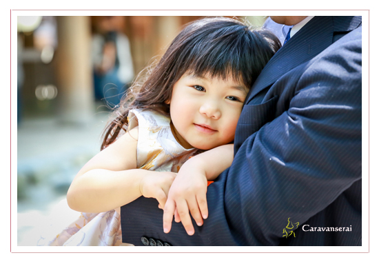 熱田神宮でお宮参り写真 名古屋市 出張撮影 着物 お食い初め 賀城園 歯がための石 家族写真 ロケーション撮影 おしゃれで自然な写真