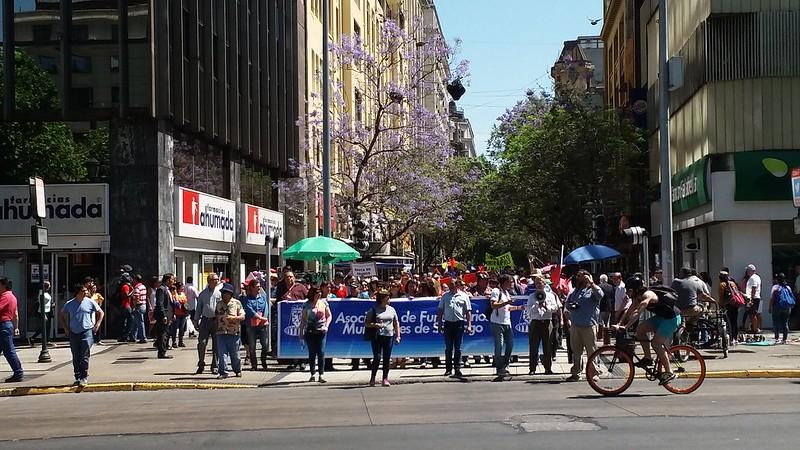 Movilizaciones de los/as Funcionarios/as Municipales de Santiago por un reajuste digno, Oct-Nov 2016.-