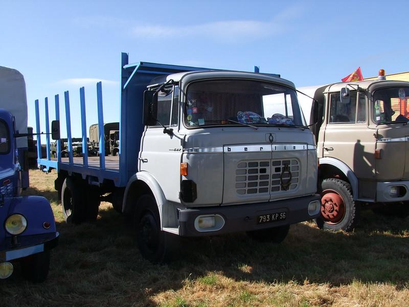 Rassemblement de camions anciens en Normandie 34701469374_093973fba4_c