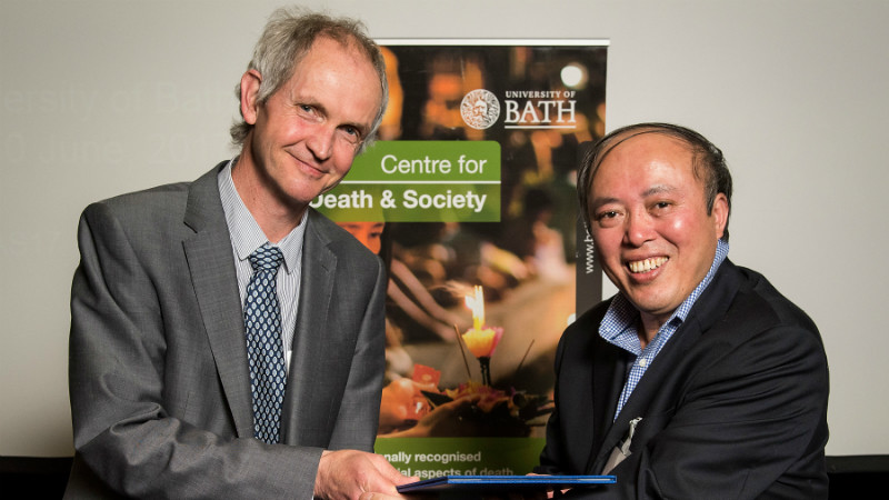 Pro-Vice-Chancellor (Research) Professor Jonathan Knight with Professor Guangjin Chen, Director of the Chinese Institute.