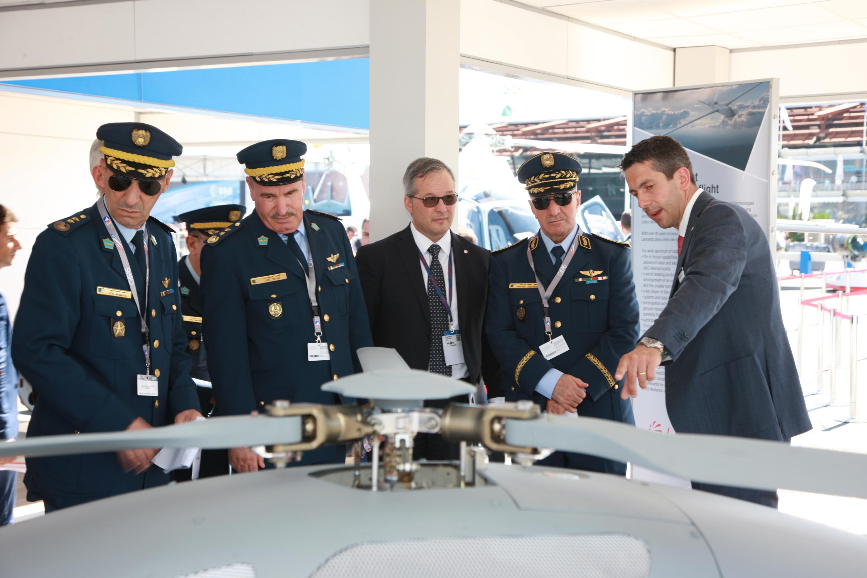 الجزائر : صلاحيات نائب وزير الدفاع الوطني - صفحة 16 35025695700_571cbca5b6_o