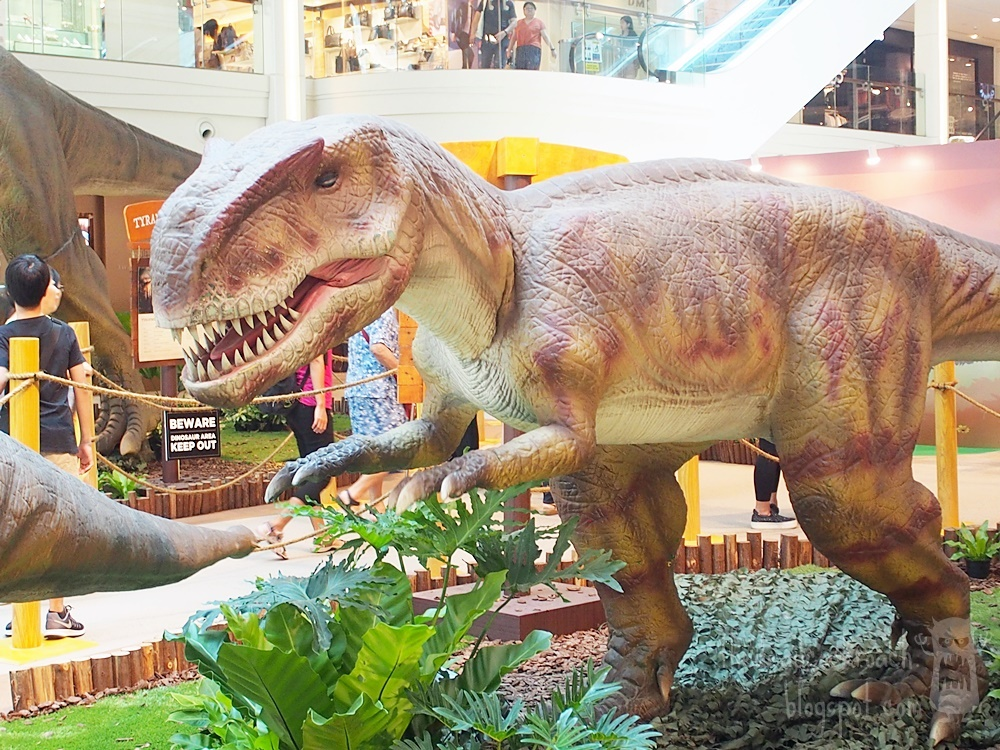 singapore,plaza singapura,dinosaurs,dinosaurs unearthed,rawr,yangchuanosaurus, where to go in singapore