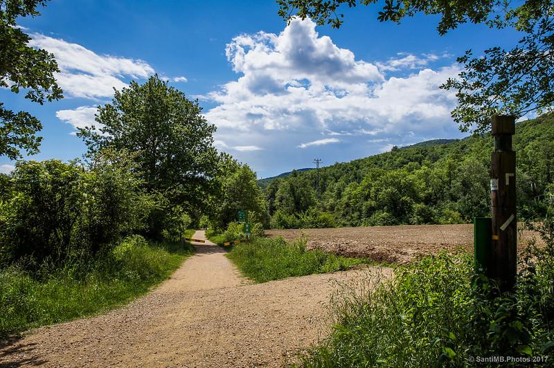 Cruce de la Via Verda con La Parada del Jonquer y el camino al Santuari del Far