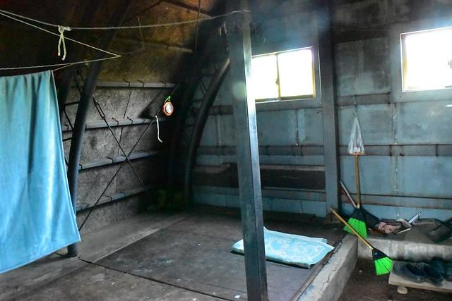 二王子岳避難小屋の中
