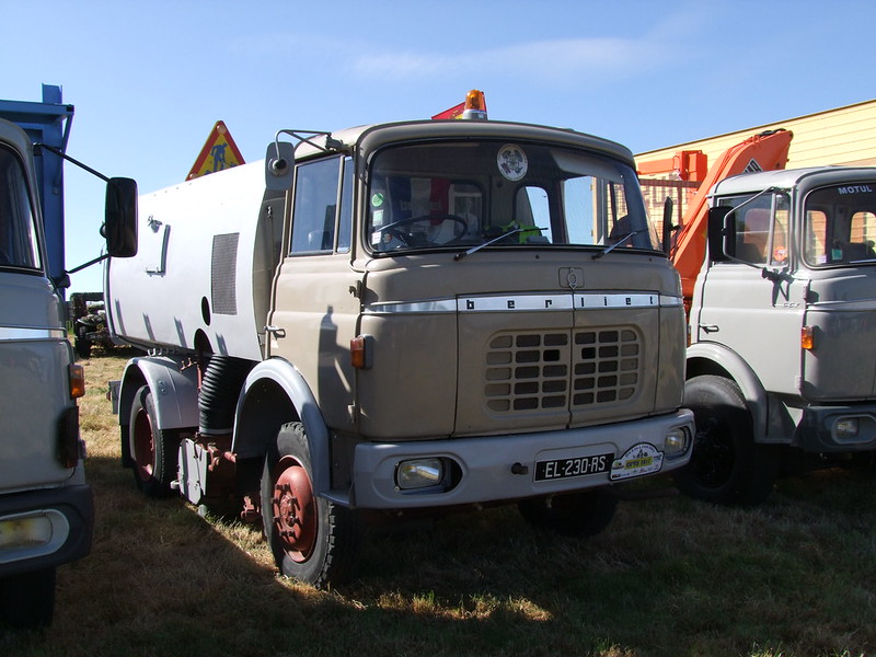 Rassemblement de camions anciens en Normandie 35155811980_5d326eb736_c