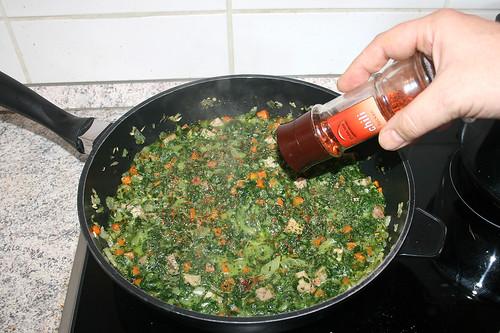 33 - Mit Chiliflocken würzen / Season with chili flakes
