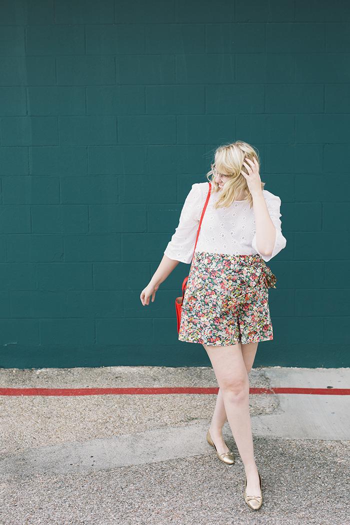 austin style blogger writes like a girl floral jcrew tie waist shorts14