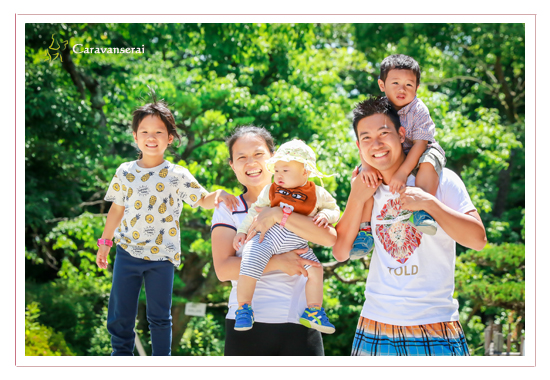 family photo session with a client from Hong Kong,location shooting in Iwasaki Castle and Morikoro Park in Aichi, Japan, pre-wedding photos