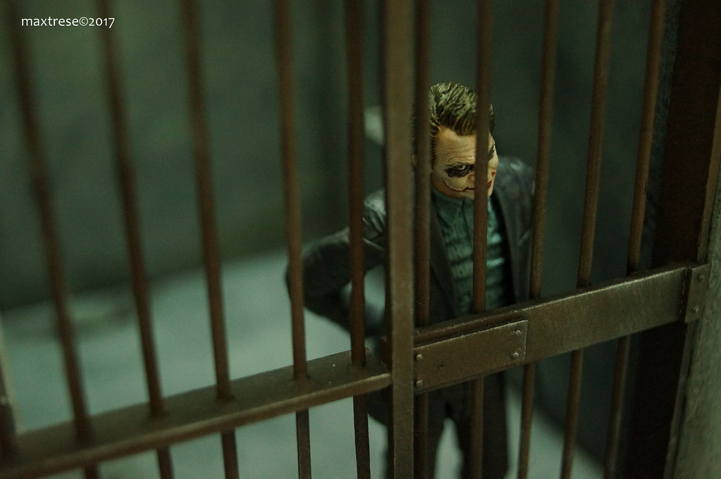 Mafex Joker Heath Ledger in prison