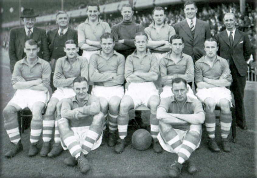 Theo Kelly (top left) with the Everton team in 1947 - Credit ToffeeWeb
