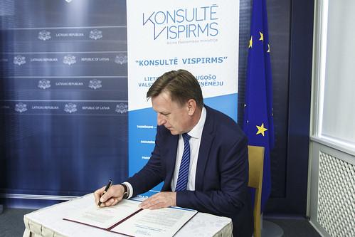 """Paraksta sadarbības memorandu par pievienošanos """"Konsultē vispirms"""" principa ieviešanai"""